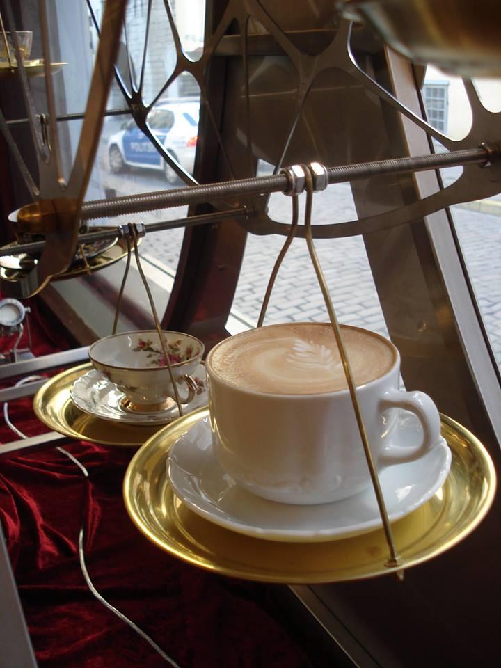 Maiasmoka kohviku vaateratas kohvitassiga