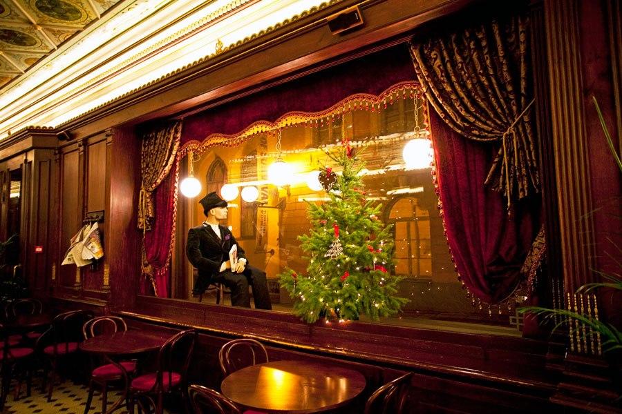Maiasmoka kohviku jõulutemaatiline vaateaken
