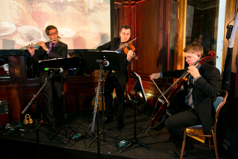 Ansambel Trio Comodo